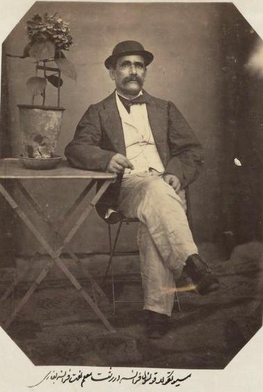 کنسول فرانسه در رشت  عکسی در زمان قاجار که توسط علی خان والی گرفته شده است.
