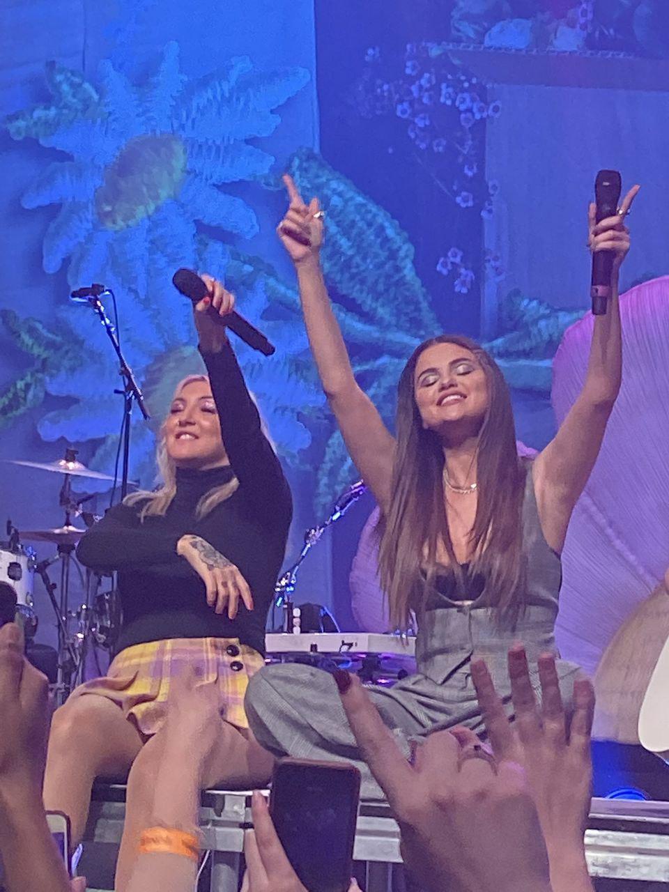 حضور سلنا در کنسرت جولیا مایکلز + ویدئوهای کوتاه
