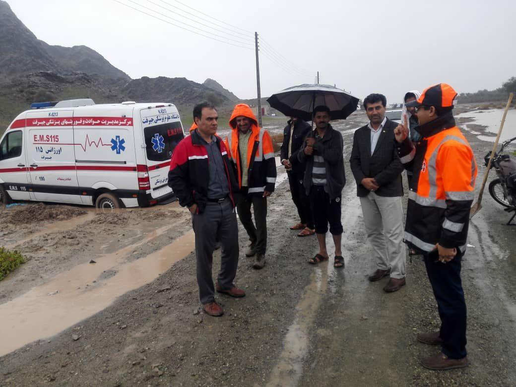 نجات زن باردار گرفتار  در باران مدیریت بحران قلعه گنج