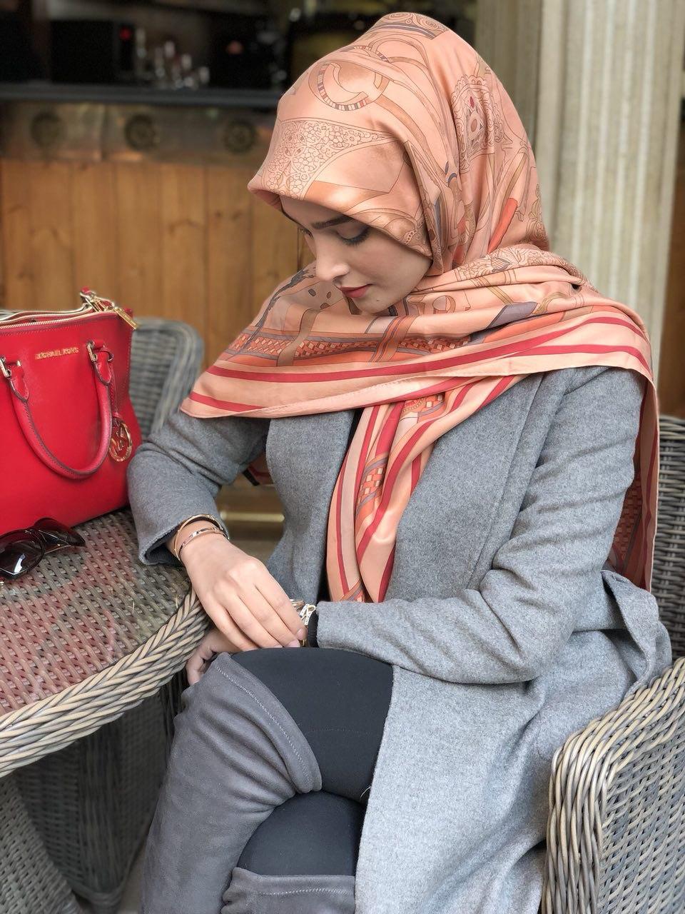 آآناشید حسینی