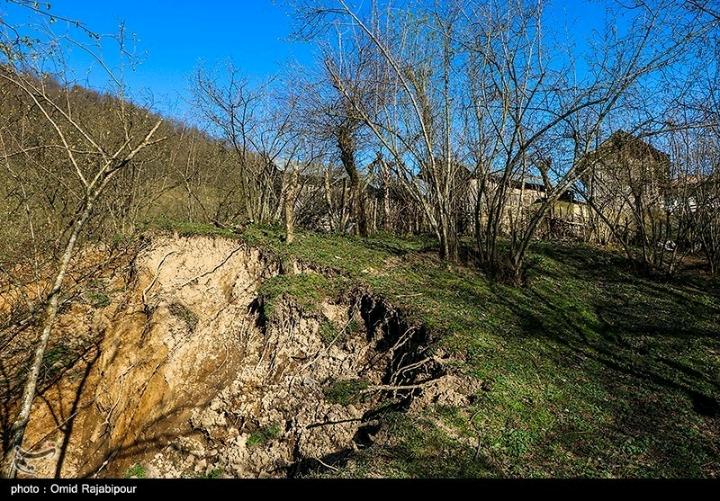 تصاویر ی از رانش زمین در روستای سلجه چال گیلان