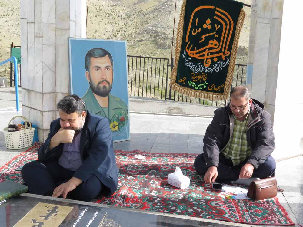 برگزاری هیئت بر سر مزار شهدای گمنام شهرک شهید باقری