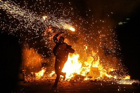 هشدار آتشنشانی آستارا درباره سوزاندن لاستیک در چهارشنبهسوری
